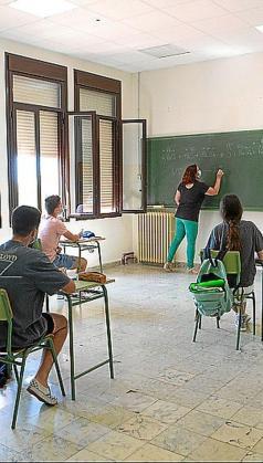 Semipresencial. ANPE destaca que la extensión de las jornadas laborales del profesorado por el escenario de semipresencialidad «son interminables».
