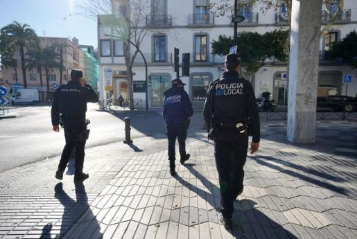 Control policial en la ciudad de Ibiza.