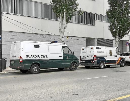 Los acusados fueron trasladados por la Guardia Civil a dependencias judiciales.