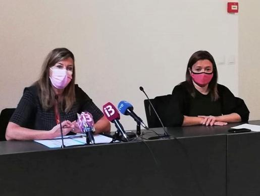 Patricia Gómez y Mercedes Garrido, durante la rueda de prensa.