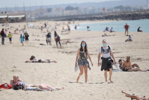 Este martes entra en vigor la obligatoriedad de usar mascarilla en las playas.