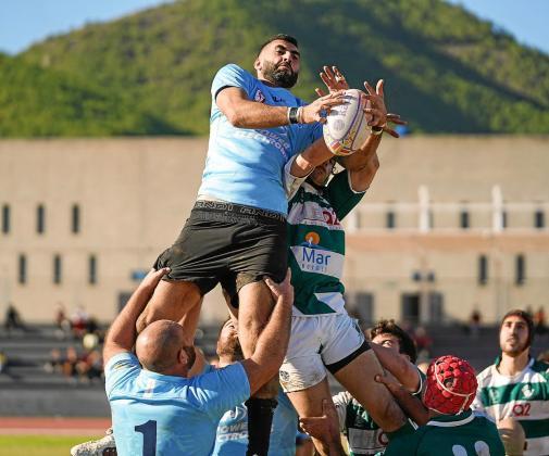 Una acción del único partido disputado esta campaña por la UD Ibiza Rugby, en diciembre contra el Ponent en Can Misses.