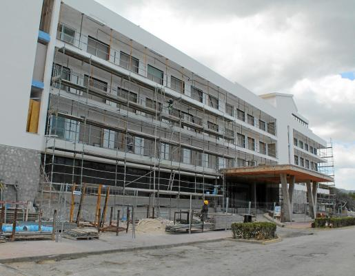 El hotel s'Entrador de Cala Agulla, en Cala Ratjada, está sufriendo una reforma integral de sus 212 habitaciones e incorporará un spa. Foto: A. Ginard