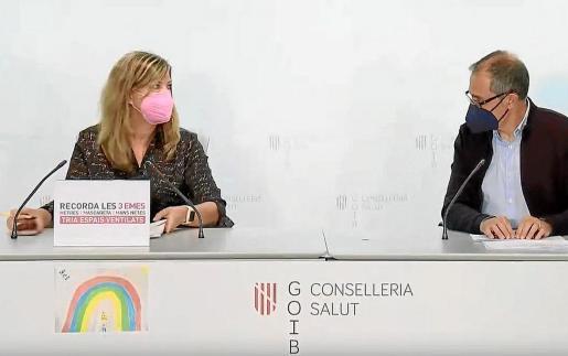 La consellera balear de Salud, Patricia Gómez, y el doctor Javier Arranz, ayer, en rueda de prensa.