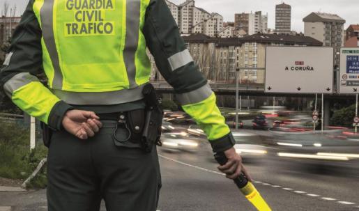 Un guardia civil, en un control de tráfico.