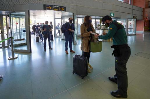 Controles en el aeropuerto de Ibiza la pasada semana.