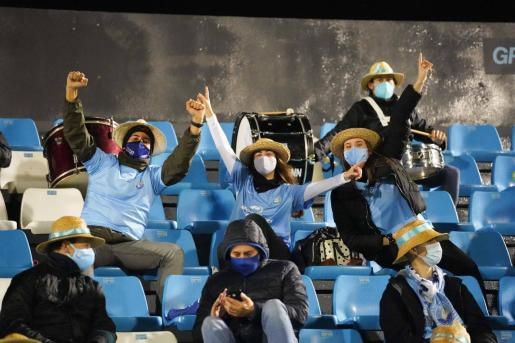 Aficionados de la UD Ibiza en el estadio de Can Misses.
