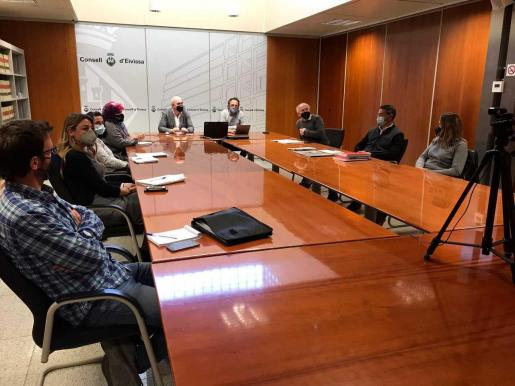 Imagen de la mesa de trabajo que se celebró ayer en la sede del Consell d'Eivissa.