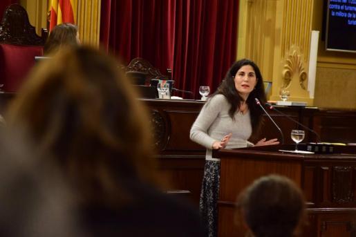 La diputada de Podemos Antonia Martín durante una intervención en el Parlament.