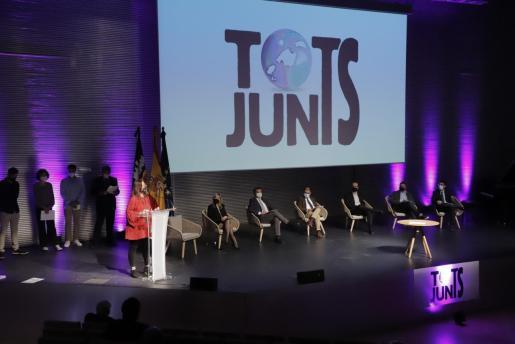 Sintonía entre todos los partidos, salvo Vox, con el pacto 'Tots Junts', que se presentó ayer en el Palacio de Congresos.