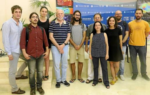 El Grup de Física Gravitacional de Alícia Sintes (UIB), junto al premio Nobel Barry Barish.