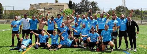 Los jugadores del UD Ibiza Rugby celebran el triunfo.