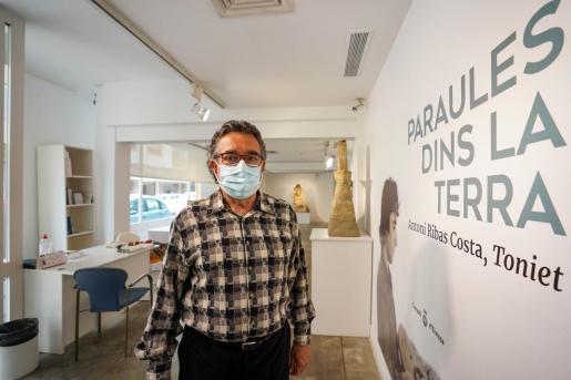 Antoni Ribas Costa, 'Toniet', ayer en Sa Nostra Sala durante la presentación de la exposición.