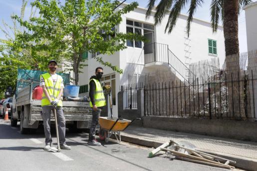 Adil y Nadil trabajando en su primer día de Ramadán.