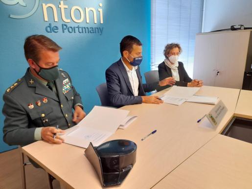 Firma del procedimiento operativo entre la Guardia Civil, la Policía Local y el Ayuntamiento de Sant Antoni.