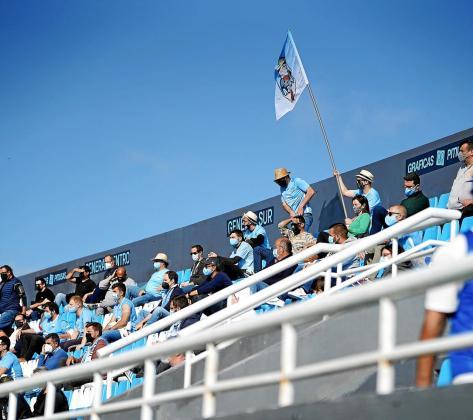 Una imagen de un sector de aficionados durante el partido UD Ibiza-Barcelona B, celebrado el domingo en Can Misses.