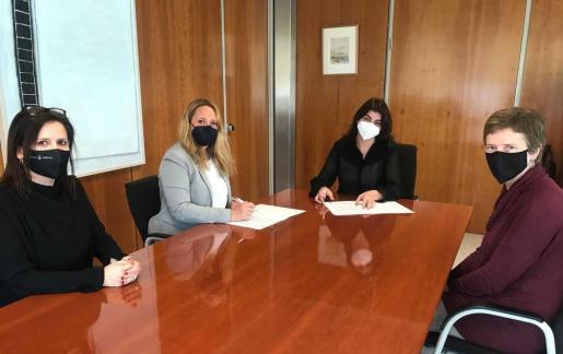 Firma del convendio de colaboración entre el Consell de Ibiza y el Fons Pitiús de Cooperació.