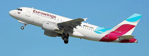 La aerolínea Eurowings cancelará más del 75% de sus vuelos con Ibiza en el próximo mes de mayo.