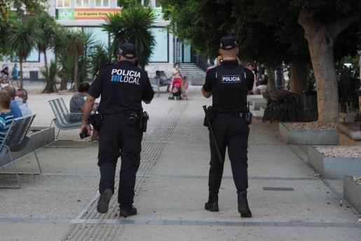 Agentes de la Policía Local de Ibiza, en una imagen de archivo.
