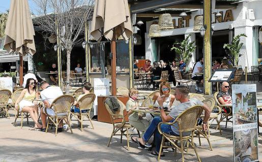 La llegada de turistas durante las vacaciones y la movilidad entre islas no ha hecho aumentar los casos.