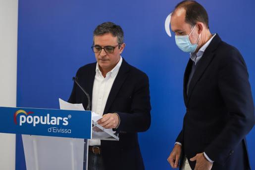 Marí Bosó junto a Jacobo Varela ayer en la rueda de prensa.
