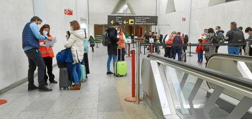Control de PCR en el aeropuerto de Palma.