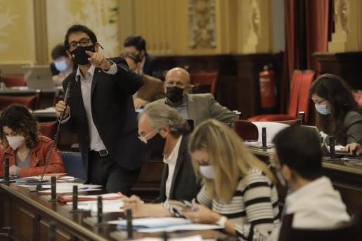 El conseller de Turisme en el Parlament, Iago Negueruela.