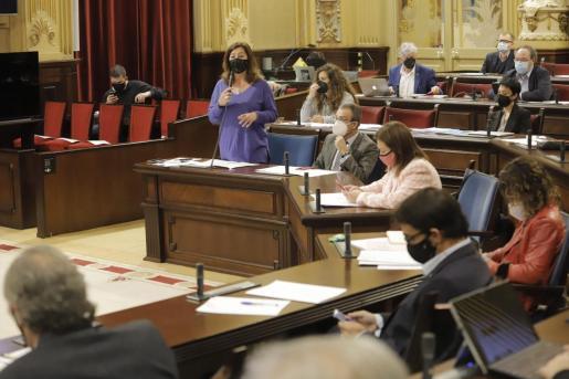 La presidenta del ejecutivo, durante sus respuestas parlamentarias.