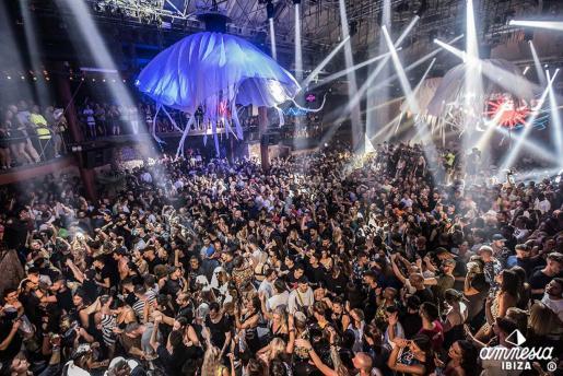 Una fiesta en la discoteca Amnesia durante el verano de 2019.
