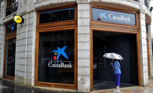 La dirección de CaixaBank ha anunciado este martes que, tras la integración de Bankia, pretende recortar su plantilla.