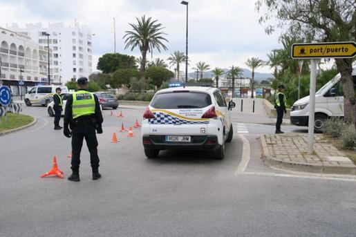 Control desplegado por la Policía Local en la entrada de Sant Antoni.