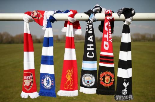 Bufandas del Arsenal, Chelsea, Liverpool, City, United y Tottenham, los seis clubes ingleses que han rechazado participar en la Superliga.
