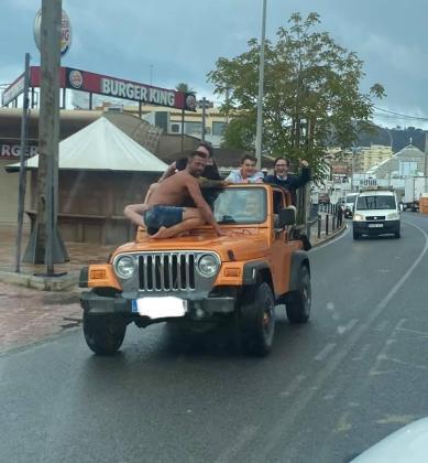 Imagen que se ha hecho viral en Redes Sociales y servicios de mensajería, tomada ayer en Ibiza.
