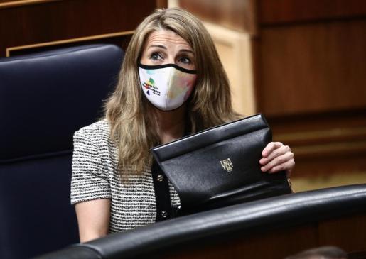 La ministra de Trabajo, Yolanda Díaz, durante una sesión plenaria celebrada en el Congreso de los Diputados, en Madrid.