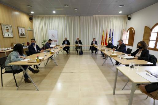 El Consell d'Alcaldes celebrado ayer en el salón de plenos del ayuntamiento de Sant Josep.