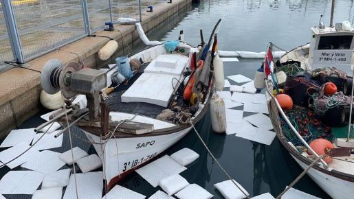 Trabajadores del Nàutic y de Ports IB controlaron el vertido.