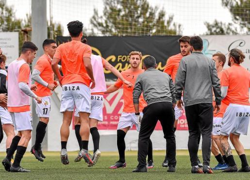 Una imagen de un entrenamiento de la Peña Deportiva en el Campo Municipal de Santa Eulària.