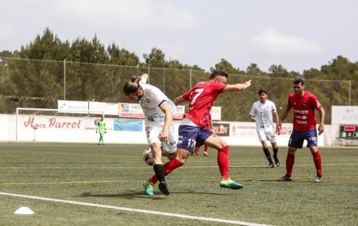 Una imagen del encuentro entre la Peña Deportiva y Olot.
