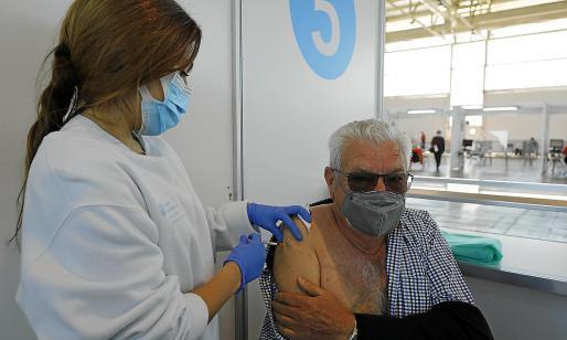 La campaña de vacunación sigue avanzando en el Recinto Ferial de Ibiza.