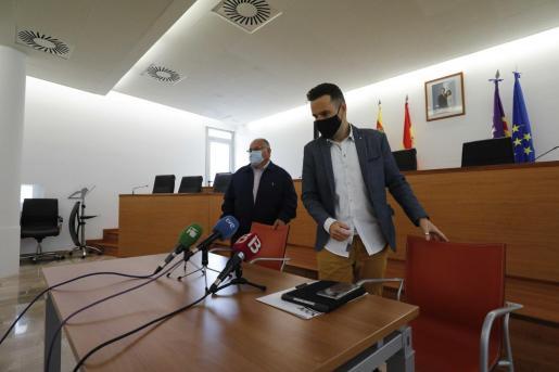 Antoni Marí y Mariano Juan ayer en rueda de prensa.