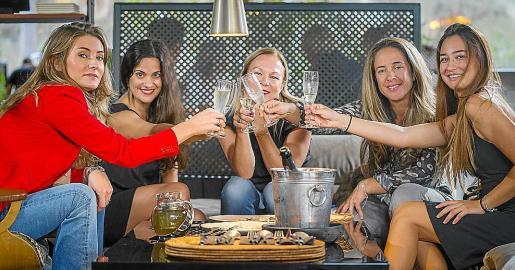Claudia Zezukiewiets, Alicia García, Cathy Ouwehand, Brigitte Bardoul y Lisa Sartory (de izqda. a dcha.) forman el equipo de LET US IBIZA