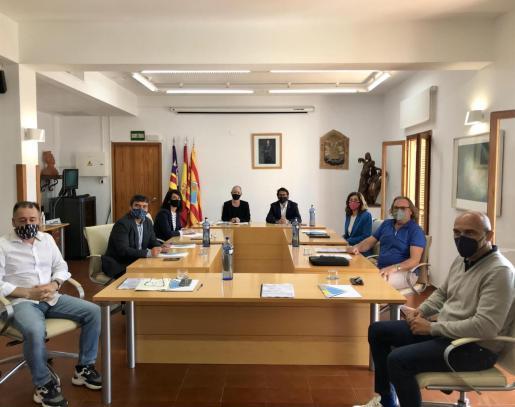 Reunión entre el Consell de Formentera y representantes del Govern, el conseller de Trabajo, Iago Negueruela, entre ellos - CONSELL DE FORMENTERA