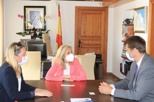 Un momento de la reunión en el Ayuntamiento de Santa Eulària.
