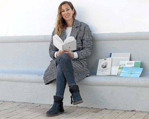 Eva Tur en una imagen de archivo cuando presentó el poemario.