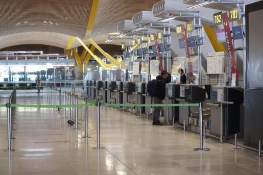 Mostradores de facturación en la T-4 del aeropuerto de Barajas.