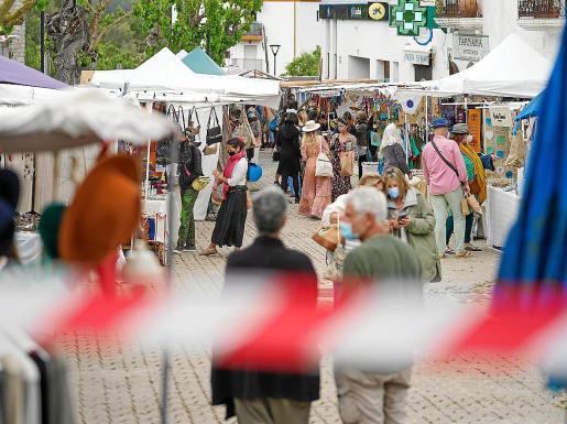 Los puestos ocuparon la plaza España de Sant Joan.