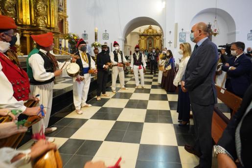 Santa Eulària celebra con sobriedad el 'Primer Diumenge de Maig'.