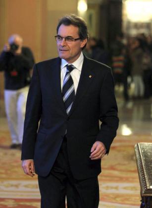 El presidente en funciones de la Generalitat, Artur Mas, a su llegada esta tarde en Barcelona a la Cámara para reunirse con la presidenta del Parlament, Núria de Gispert.