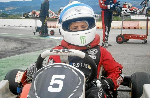 El joven Sergio Torres a bordo de su kart para participar en la última prueba de la copa, el pasado fin de semana en Villena.