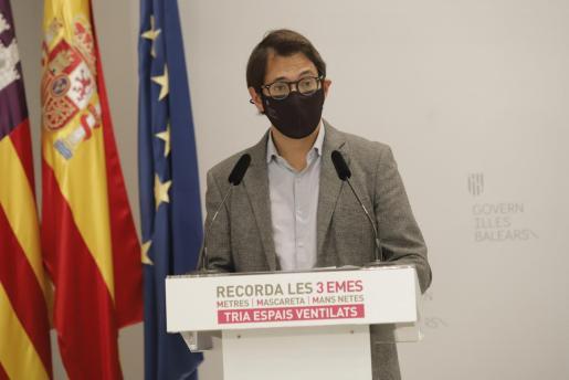El portavoz del Govern, Iago Negueruela, este lunes durante la rueda de prensa.